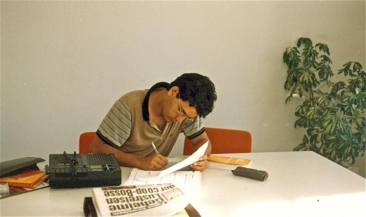 Jorge preparando aulas de português para estrangeiros. Lisboa, 1989.