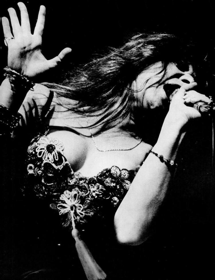Janis_Joplin_performing